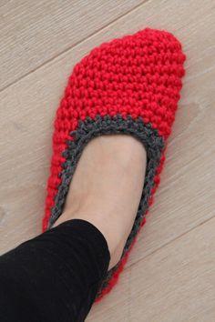 Návod na háčkované papučky (bačkory) Diy Crafts Knitting, Diy Crafts Crochet, Free Knitting, Baby Knitting, Crochet Slipper Boots, Crochet Slippers, Drops Design, Crochet Poncho, Free Crochet