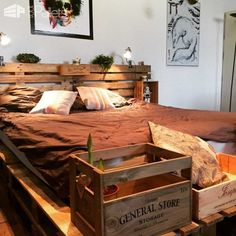Minimalist Pallet Bed Frame & Headboard DIY Pallet Bedroom - Pallet Bed Frames & Pallet Headboards