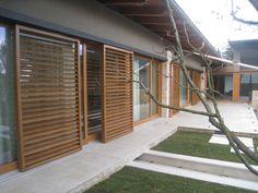 VOIVO drevene dubove posuvne okenice naklapeci lamela na elektromotor dubovy obklad fasady