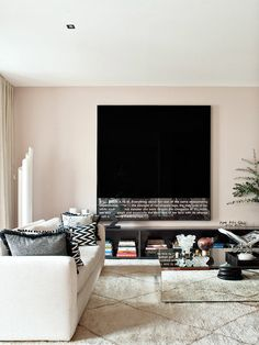 Un cuadro de Joäo Louro, en esta casa lisboeta deocrada por Cristina Jorge de Carvalho | Nuevo Estilo