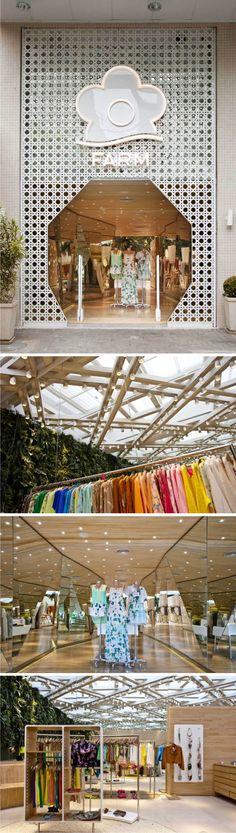 Ricardo : ropa colocada de forma que los colores tengan forma de arcoiris súper grande dejando exponer los productos