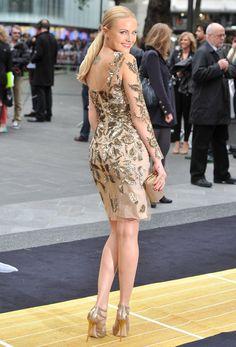Luxurious glitter and glamour Malin Akerman