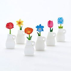 This fun and unique calendar comes with a vase design featuring 12 different flowers. Lift to display a new flower and have a sweet surprise at the beginning of each month. January 2018 through Decemb