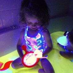 Finally a recipe for glow water that is safe -- even edible!  It's super easy to make (no staining!) and is affordable to boot!  Safe for even the littlest explorers.  From Fun at Home with Kids http://www.funathomewithkids.com/2013/08/safe-and-edible-glow-water-for-baths.html