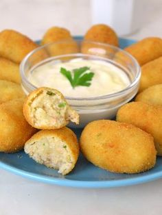 Croquettes are a must try food when visiting Spain, but what exactly are they? Find out what makes a real croquette and read about the delicious Spanish varieties. I Love Food, Good Food, Yummy Food, Cooking Time, Cooking Recipes, Healthy Recipes, Finger Foods, Mexican Food Recipes, Food Porn