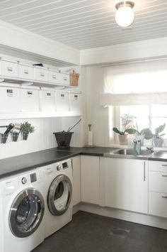 Vaskerom – Husprosjektet – flere bilder – Nr14 Interiørhjelp Stacked Washer Dryer, Washer And Dryer, Washing Machine, Laundry, Home Appliances, House Appliances, Laundry Service, Washing Machine And Dryer, Appliances