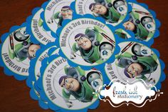 He encontrado este interesante anuncio de Etsy en https://www.etsy.com/es/listing/96163615/personalized-buzz-lightyear-stickers