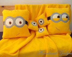 "Items similar to Coussin ""Le Minion"" on Etsy Cute Cushions, Decorative Cushions, Diy Pillows, Throw Pillows, Minion Room Decor, Boys Room Decor, Baby Diy Projects, Sewing Projects, Minion Pillow"