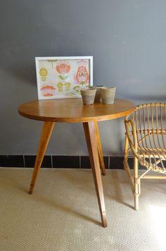 #tabletripode #BANABOROSE Table tripode en chêne. www.banaborose.com