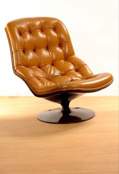 Georges Van Rijk; Molded Polyester and Leather 'Shelby' Chair for Beaufort, 1968.
