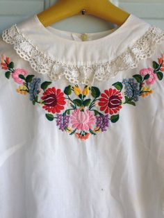 Vintage Floral Embroidered Hungarian Hand Made - Peasant Blouse Hand Embroidered Lace Trimmed Top Embroidery On Kurtis, Kurti Embroidery Design, Embroidery Neck Designs, Hand Work Embroidery, Embroidery Fashion, Floral Embroidery, Embroidery Stitches, Embroidered Clothes, Embroidered Lace