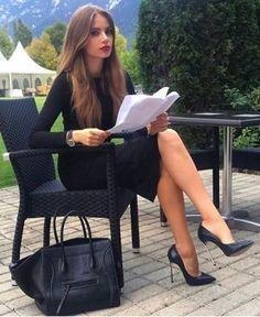 Wear to Work Fashion Outfit. Black Women Fashion, Look Fashion, Autumn Fashion, Elegant Woman, Classy Outfits, Stylish Outfits, Mode Outfits, Fashion Outfits, Dress Outfits