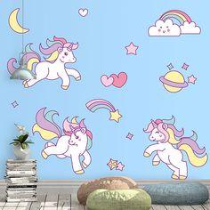 Original kit de vinilos de unicornios, planetas y corazones. Una forma muy original y creativa de decorar cualquier espacio infantil.