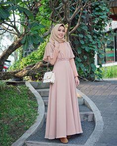 Dress Brokat Muslim, Muslim Dress, Hijab Evening Dress, Hijab Dress Party, Dress Design Patterns, Muslimah Wedding Dress, Dress Outfits, Fashion Dresses, Moslem Fashion