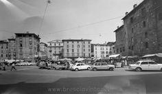 Piazza Rovetta - Brescia http://www.bresciavintage.it/brescia-antica/foto-d-autore/piazza-rovetta-brescia/
