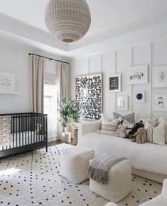 There is something so perfect and serene about a black and white nursery. These black and white nursery ideas will help you create a stylish space. Nursery Modern, Baby Nursery Decor, Modern Nurseries, Black Crib Nursery, Nursery Daybed, Girl Nursery, Guest Room Nursery, Black White Nursery, Neutral Nurseries