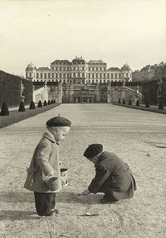 Children playing in the public gardens of Belvedere Palace, Vienna, 1954 akg-images / Erich Lessing Old Pictures, Old Photos, Vintage Photos, Urban Photography, Color Photography, Minimalist Photography, Budapest, Good Old Times, Austro Hungarian