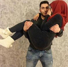 Pinterest|| @adarkurdish Cute Couples Kissing, Cute Muslim Couples, Cute Couples Goals, Couples In Love, Romantic Couples, Wedding Couples, Couple Goals, Muslim Pictures, Cute Couple Cartoon