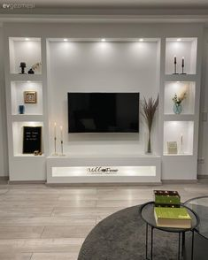 Modern Tv Room, Modern Tv Wall Units, Living Room Decor Fireplace, Decor Home Living Room, Pop False Ceiling Design, Tv Wall Design, Home Room Design, House Design, Tv Unit Interior Design