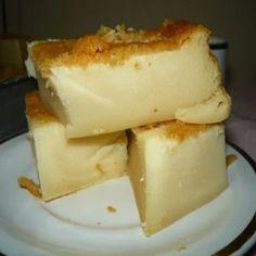 O resultado é um bolo de leite condensado molhadinho, saboroso e que todo mundo vai adorar!
