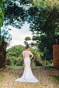 Noiva Tradicional PRODUÇÃO DE MODA por Hellen Albuquerque Editorial para revista Casamentos e Festas do Jornal Gazeta do Povo.  Fotos: Eros Hobmeir