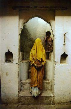 Varanasi, India 1983 National Geographic Cary Wolinsky