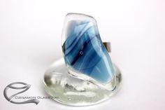 Kék üveg gyűrű, Sirokkó üvegékszer, különleges egyedi kézműves termék. Kék színeivel, vidám de szeles őszi esős napokat idéző gyűrű. Glass Ring, Glass Jewelry, Rings, Ring, Jewelry Rings