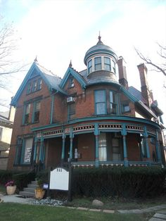 Victorian House Interiors, Victorian Style Homes, Victorian Houses, Victorian Architecture, Architecture Old, Historical Architecture, Classical Architecture, Old Abandoned Houses, Old Houses