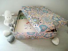 Comment réaliser une boîte de rangement en tissu? – Mon Totem Simple Bathroom, Diy Box, New Years Eve Party, Origami, Diy And Crafts, Decorative Boxes, Creative, Projects, Handmade