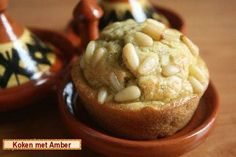Hartige muffins met pesto en pijnboompitjes