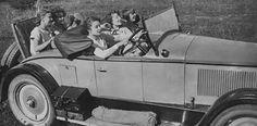 """Nel 1975 a Torino comparve la prima donna autista di taxi a tempo pieno. Dimostrò molto coraggio, non solo nell'intraprendere un'attività fino ad allora preclusa al gentil sesso, ma anche per aver scelto il turno di notte. Per questo motivo fu soprannominata """"Aquila della notte"""". #tassistichegente #illavoropiùbellodelmondo #sabaudi"""