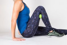 Remedies For Knee Joint Pain Calf Smash With Lacrosse Ball - If you're feeling weak in the knees (and not in a good way), try these easy exercises to kick knee pain to the curb. Stretches For Knees, Post Workout Stretches, Knee Strengthening Exercises, Yoga For Knees, Easy Stretches, Arm Exercises, Stiff Knee, Bow Legged Correction, How To Strengthen Knees