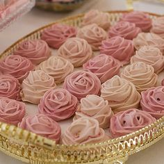Discover thousands of images about A great set of gift wrapping ideas from Lia Griffith! Candy Table, Dessert Table, Mini Desserts, Delicious Desserts, Peanut Brittle, Meringue Cookies, Candy Bouquet, Ice Cream Party, Cute Cookies