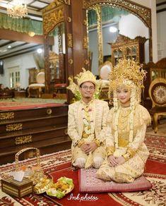 Indonesian Kebaya, Indonesian Wedding, Wedding Hijab, Diy Wedding, Dream Wedding, Akad Nikah, Palembang, Traditional Wedding Dresses, Wedding Costumes