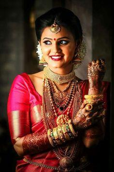 New South Indian Bridal Saree Temples 31 Ideas Indian Bride Photography Poses, Indian Bride Poses, Indian Wedding Poses, Indian Bridal Photos, Indian Bridal Sarees, Wedding Couple Poses Photography, South Indian Bride, Bridal Photography, South Indian Makeup