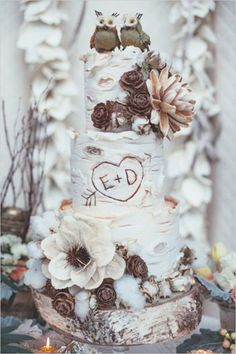11 Beautiful Winter Wedding Cakes for Your Winter Wonderland Wedding - Woodland Wedding Cake Birch Tree Wedding, Wedding Cake Rustic, Rustic Cake, Rustic Decor, Outdoor Wedding Cakes, Birch Wedding Cakes, Woodland Wedding Invitations, Woodland Theme Wedding, Rustic Backdrop