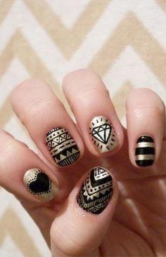 dificil, pero con los lapices de diseño de uñas es muuuuy facil!