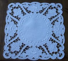 Ponto Preso1: Richelieu - Net - Google Search - Поиск в Google Cutwork Embroidery, White Embroidery, Embroidery Patterns, Machine Embroidery, Lacemaking, Cut Work, Needful Things, Doilies, Stitch