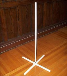 How to make a super easy lightweight stand out of PVC pipe... - HauntForum #toiletpaperstandpipes