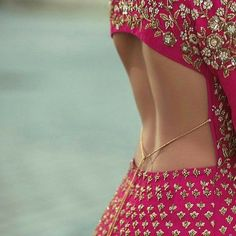New Blouse Design Ideas (Front & Back) - Buy lehenga choli online New Blouse Designs, Saree Blouse Neck Designs, Stylish Blouse Design, Sexy Bluse, Indian Bridal Fashion, Lehenga Choli Online, Indian Designer Outfits, Indian Outfits, Designer Dresses