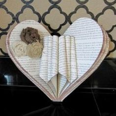 What to do with old book pages? Find 45 unique ideas when you visit Old Book Page Crafts. Project ideas such as garlands, flowers, trees and more. Pictures and site names to the tutorials included. Diy Old Books, Old Book Crafts, Book Page Crafts, Book Page Art, Recycled Books, Old Book Pages, Diy Paper, Paper Crafts, Book Folding Patterns