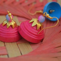 These Trendy And Stunning Terracotta Jhumkas Are For The Quirky Bride-To-Be. For more such wedding jewellery inspirations, stay tuned with shaadiwish. Terracotta Earrings, Terracotta Jewellery, Trendy Wedding, Our Wedding, Wedding Jewellery Inspiration, Jhumka Designs, Pretty Images, Soothing Colors, Brides And Bridesmaids