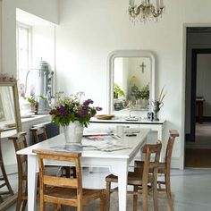 loving the casual yet glamours feel of this dining space with the large mirrors