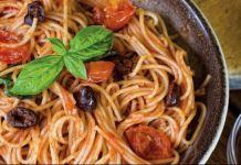 Μακαρόνια με σάλτσα και ελιές του Γιώργου Τσελεμεντέ Spaghetti, Ethnic Recipes, Food, Essen, Meals, Yemek, Noodle, Eten