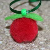 Apple Necklace Craft: (This would make a cute SWAP)
