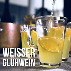 White Glühwein - At Christmas time innocent in white: mulled wine! Cocktail Recipes Ginger Beer, Ginger Cocktails, Easy Summer Cocktails, Cranberry Juice Cocktail, Ginger Ale, Lifehacks, Snacks, Mulled Wine, Beautiful Christmas
