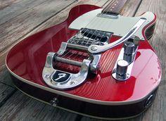 Esta es otra guitarra que me gusta desde hace tiempo... Fender Telecaster con el tremolo Bigsby... veremos si en un tiempito también la tendremos... Dios dirá...