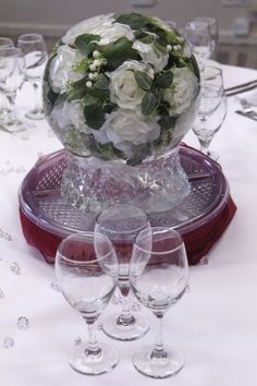 The white rose bouquet set inside our ice globe is a really stunning table centrepiece for any wedding with white roses. www.icestyling.co.uk