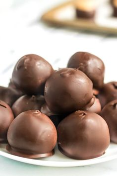 Peanut Butter Balls are an easy treat made with sweetened peanut butter and covered in chocolate. Everyone LOVES this recipe! Easy Peanut Butter Cake, Chocolate Peanut Butter Cups, Peanut Butter Balls, Chocolate Chips, Strawberry Pizza, Potato Candy, No Bake Snacks, Christmas Baking, Christmas Treats