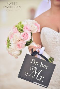 Bridal bouquet with vendela roses, blush pink roses and green hydrangeas. Destination Wedding Cancun Mexico